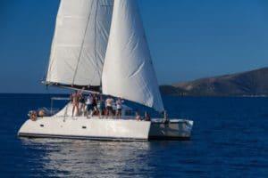 sailing tour on Whitsunday Blue