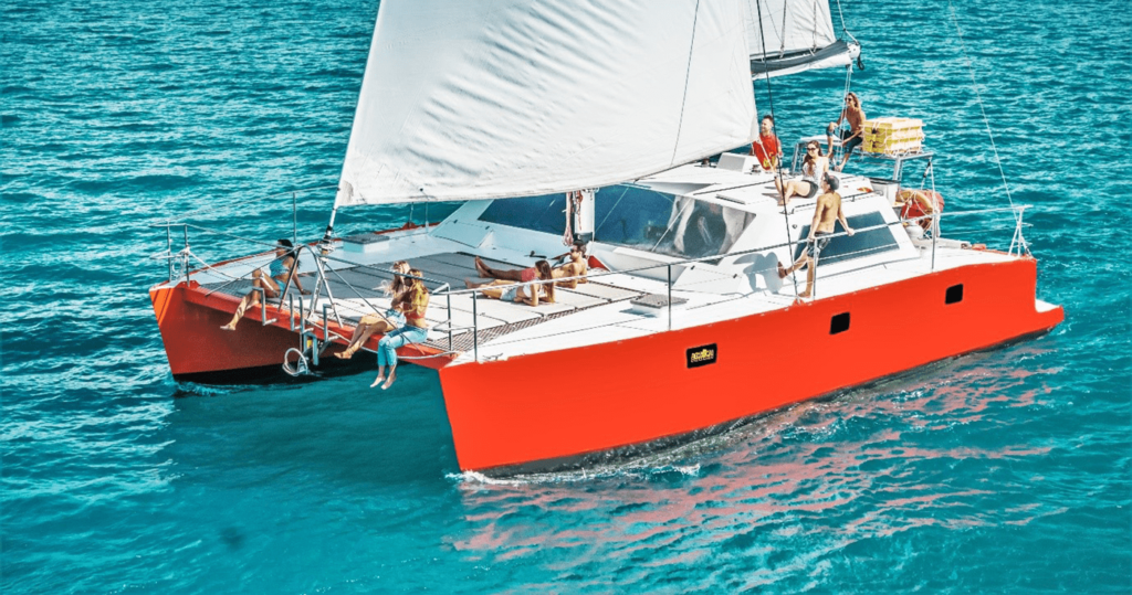 Sailing tours for backpackers Whitsundays