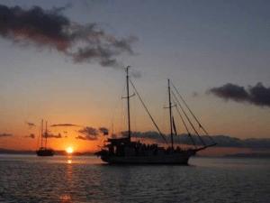 Whitsundays Overnight Sailing Tours