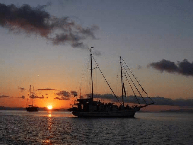 Whitsundays Overnight Sailing Tours