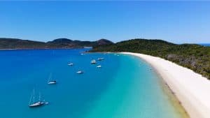 Tour Boats at South Whitehaven Beach